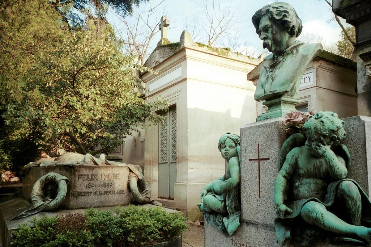 P re lachaise cemetery paris ruebarue - Cimetiere pere la chaise ...